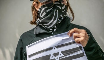 A protester near Knesset Speaker Yuli Edelstein's home on March 20, 2020.