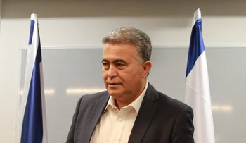 Labor party chairman Amir Peretz speaks to the press, Tel Aviv, March 12, 2020.