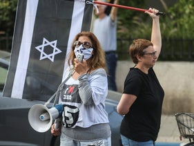 A so-called 'black flag' protest following Benny Gantz's decision to join a Netanyahu-led unity government, Tel Aviv, March 29, 2020.