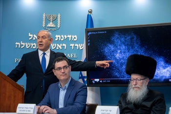 Netanyahu, left, Moshe Bar Siman Tov and Yaakov Litzman during a coronavirus briefing. Knowing everything and being afraid.