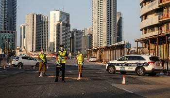 A police check-point in the northern Tel Aviv suburb of Ramat Gan, April 2020.