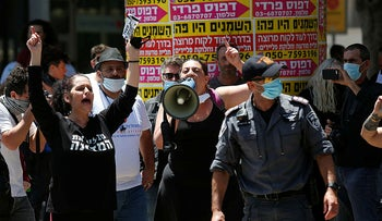 Small-business owners protest the government's handling of the economic crisis resulting from the coronavirus pandemic, Tel Aviv, April 26, 2020.