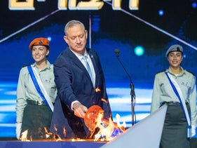 Benny Gantz lighting a torch at the official ceremony marking Israel's 72nd Independence Day, Mount Herzl, April 28, 2020.