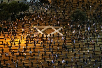 Protesters maintain social distancing at a rally against the Netanyahu-Gantz unity government, Rabin Square, May 2, 2020.