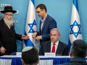 Health Minister Yaakov Litzman, Director General Moshe Bar Siman Tov and Benjamin Netanyahu  during a coronavirus briefing, March 8, 2020.