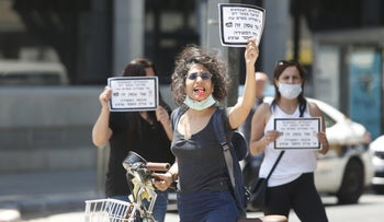 A woman protesting the government's lack of support for small-business owners, Tel Aviv, April 26. 2020.