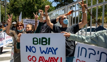 Military veterans protest against Benjamin Netanyahu, locking themselves to the gate of his official residence in Balfour Street, Jerusalem, May 7, 2020.