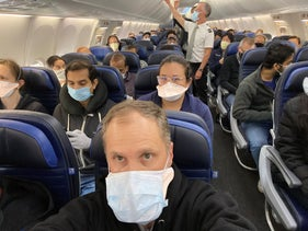 A crowded United flight during the coronavirus pandemic.