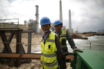 Chinese workers at the southern Israeli port, which a Chinese company took part in establishing, Ashdod in 2016.