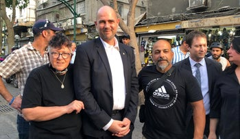 Ohana (center) and anti-asylum seeker activists, including Sheffi Paz (left), in south Tel Aviv, May 19, 2020.