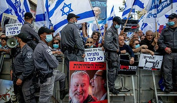 Pro-Netanyahu demonstrators in Jerusalem on the day of the beginning of his trial, May 24, 2020.