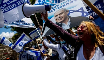 Demonstrators showing their support for Benjamin Netanyahu outside the prime minister's residence in Jerusalem, May 24, 2020.