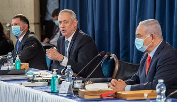 Prime Minister Benjamin Netanyahu, Deputy Prime Minister Benny Gantz and Health Minister Yuli Edelstein participate in a government meeting, Jerusalem, May 31, 2020