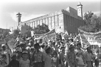 Lag Ba'Omer parade in Hebron organized by Chabad: children from Kiryat Arba march past the Tomb of the Patriarchs . 17 May 1987