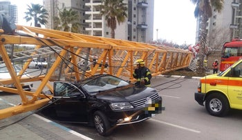 The scene of the crane that collapsed in the central Israeli city of Bat Yam, February 13, 2017