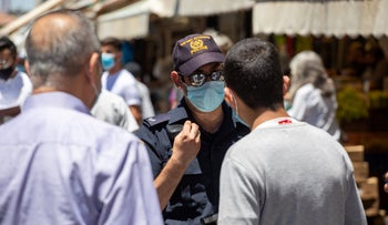 An Israeli police officer enforcing coronavirus measures in Jerusalem, June 25, 2020.