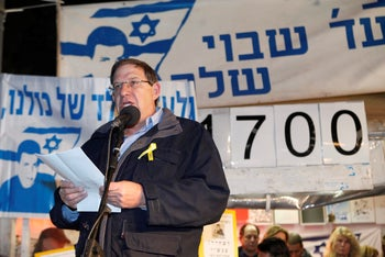 Former Shin Bet chief Carmi Gillon at rally for abducted soldier Gilad Shalit in 2011.