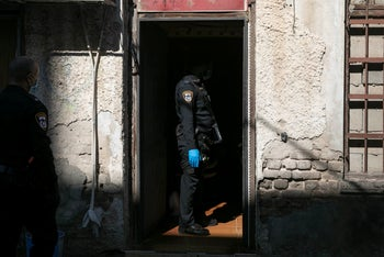 Police conduct a raid on apartments where sex worker are employed, Tel Aviv, March 22, 2020