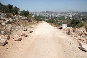 A road from the village of Assira al-Shamaliya to the outpost, July 21, 2020