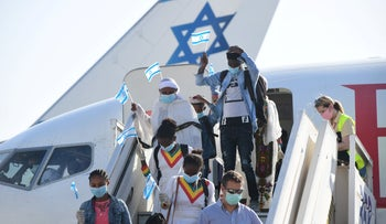 File photo: Ethiopian immigrants welcomed at Ben-Gurion airport, May, 21, 2020.