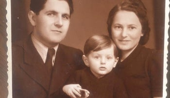 Amos Steinberg with his parents Ludwig and Ida in the 1940s.