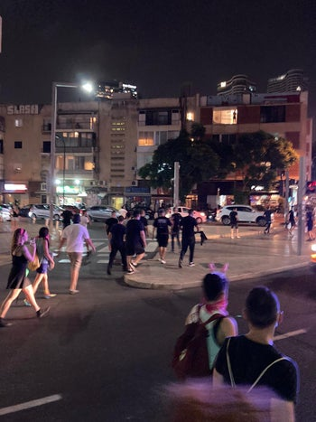 The group that eyewitnesses identified as the right-wing attackers after the protest against police brutality, Tel Aviv, July 28, 2020.