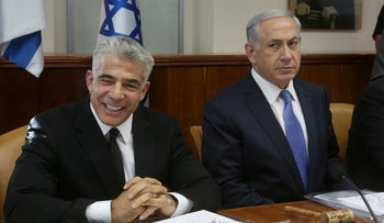 Netanyahu and Lapid at a government meeting in 2014