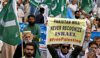 Supporters of religious and political party Jamaat-e-Islami (JI) protest the UAE – Israel normalization deal. Karachi, Pakistan, August 16, 2020