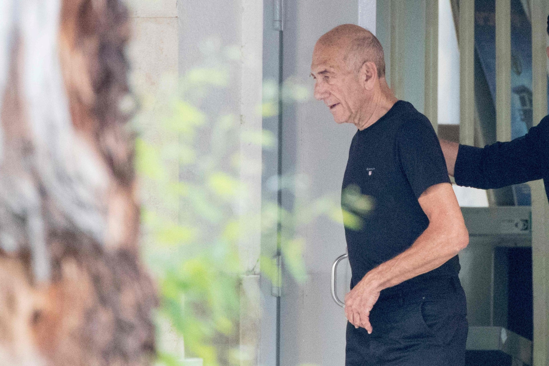 Ehud Olmert leaving Maasyahu Prison, Ramle, after serving 16 months of a 27-month sentence, July 2, 2017.