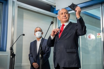 "Benjamin Netanyahu, right, and Ronni Gamzu visiting the Shaarei Tzedek coronavirus ""war-room"""