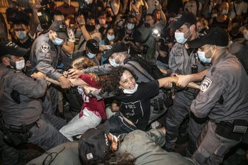Protesters being detained by the police at an anti-Netanyahu protest in Jerusalem, August 29, 2020.