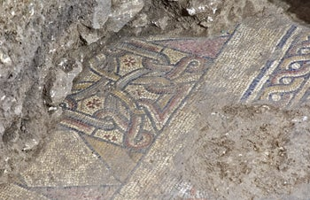 """Stylized crosses and the margin (the mosaic """"rope"""" on the right) which mar that this was the church's southern aisle"""