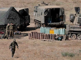 Israeli soldiers and 155-mm self-propelled howitzers near the Lebanese border, August 26, 2020.