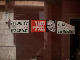 Anti-Netanyahu sign on the window of a closed shop in Jerusalem, September 15, 2020