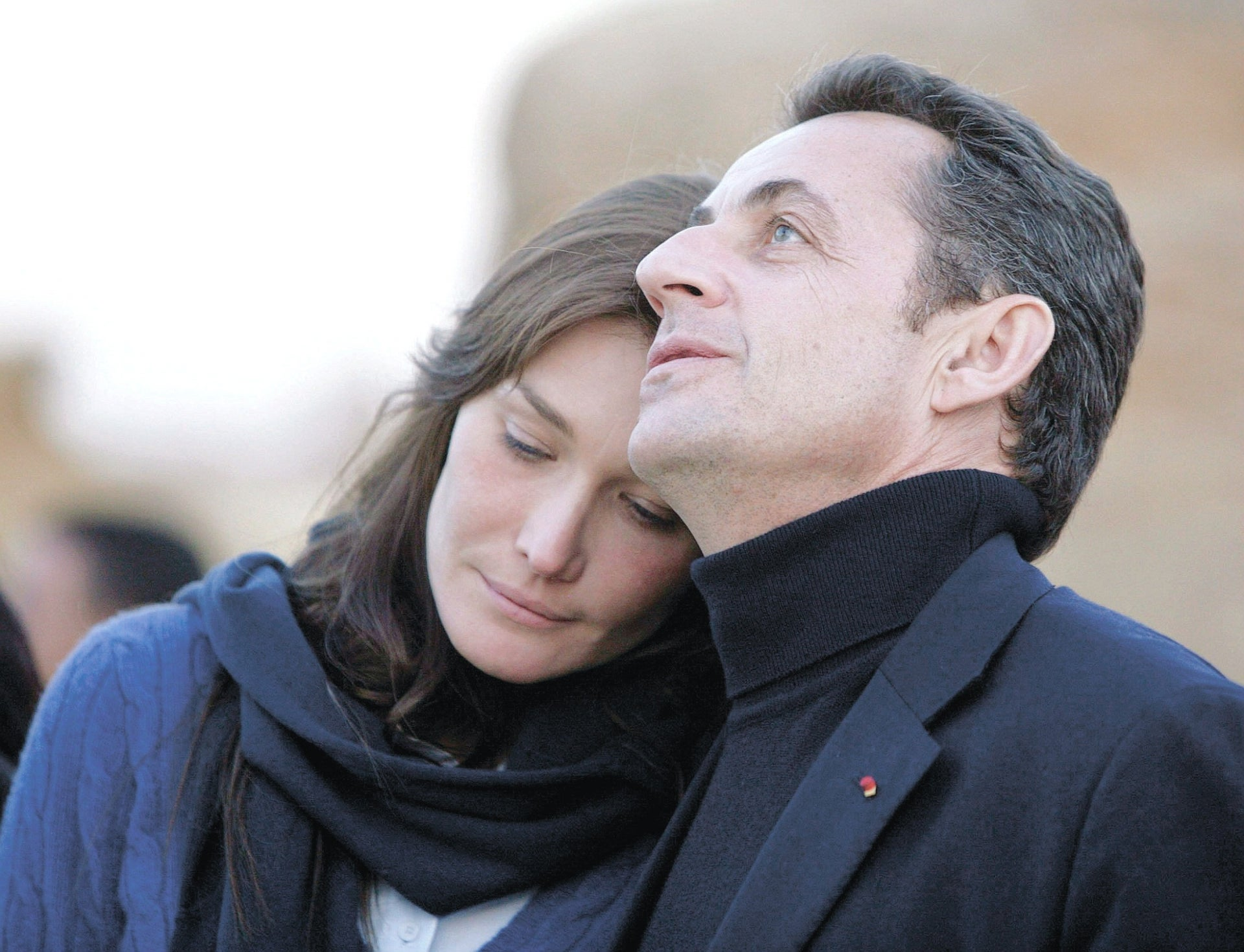 Nicolas Sarkozy (R) with former supermodel Carla Bruni before they were married during a visit to the Giza pyramids in Cairo, December 30, 2007.