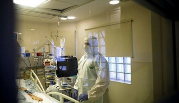 Hospital staff provide medical care for patients at a coronavirus disease ward amid a surge in new cases in Israel at Tel Aviv Sourasky Medical Center (Ichilov), Israel, September 21, 2020.