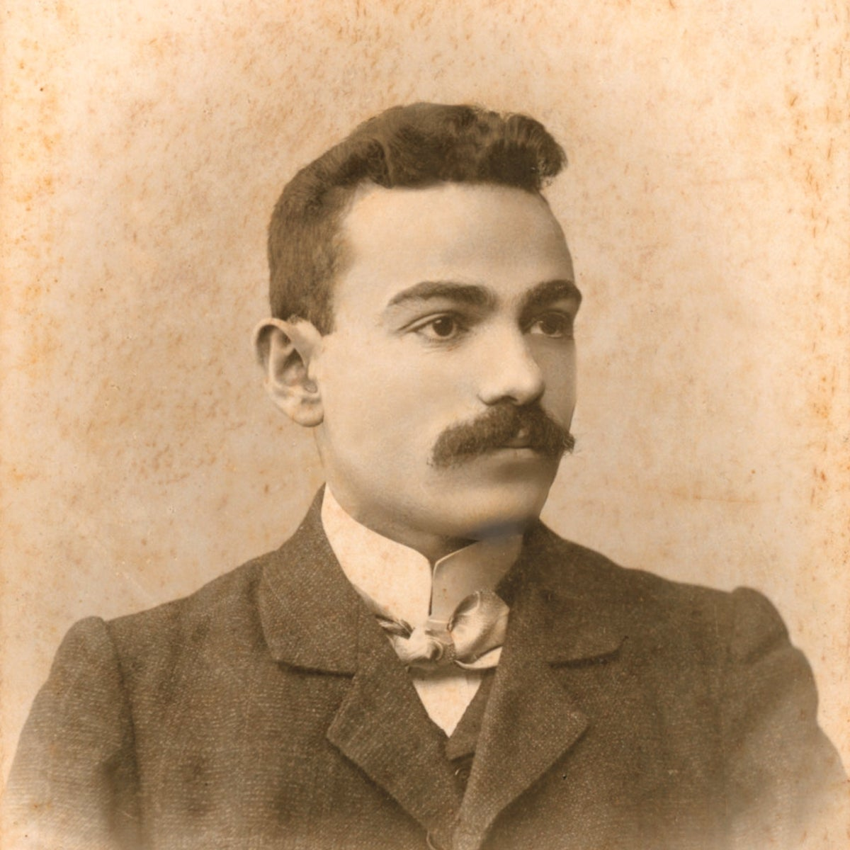 Chaim Bomstein, the Aluf Benn's grandfather. At age 19, he left Osipovichi in Belorussia for Vilna, where he and his cousin's husband joined a journalistic and cultural adventure.