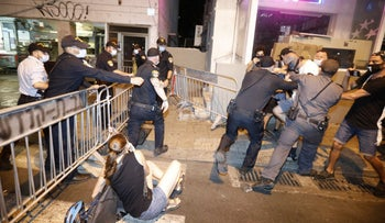 Police and protesters clash in Tel Aviv, October 3, 2020.