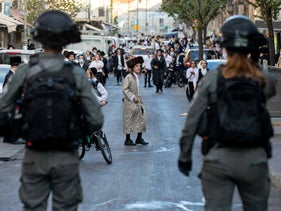 Police in Jerusalem's Mea Shearim neighborhood, during Israel's second lockdown, October 4, 2020.