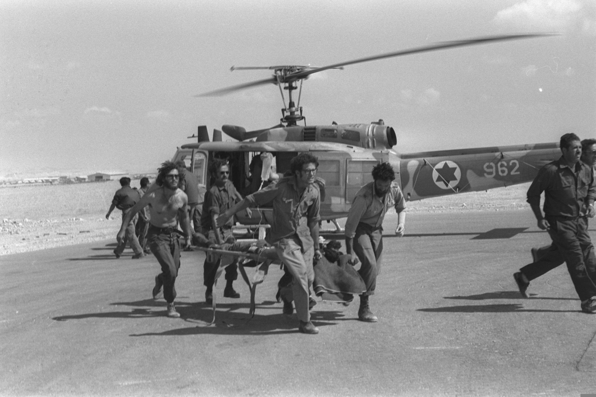 Evacuation of casualties to a Sinai field hospital.