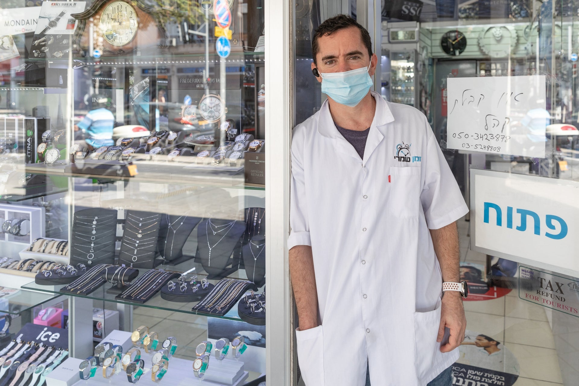 A man stands outside a jewelry store, Ibn Gvirol street, Tel Aviv, October 13, 2020.