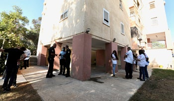 The apartment building in Be'er Sheva where a woman was found dead in her home, October 19, 2020.