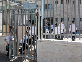 An ultra-Orthodox elementary school in Jerusalem's Mea Shearim reopens in violation of lockdown regulations, October 19. 2020.