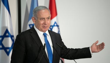 Benjamin Netanyahu during a tour of a COVID-19 contact tracing center in Ramle, October 2020.