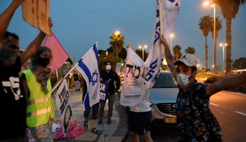 Protesters for and against Netanyahu face off in Haifa, Ocotber 24, 2020.