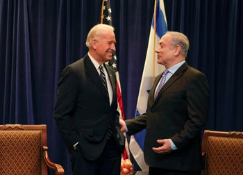 U.S. Vice President Joe Biden (L) speaks with Israel's Prime Minister Benjamin Netanyahu during a meeting on Middle East security in New Orleans, Louisiana, November 7, 2010.