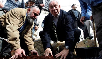 Benjamin Netanyahu plants a sapling in the Golan Heights with Effi Eitam, 2009