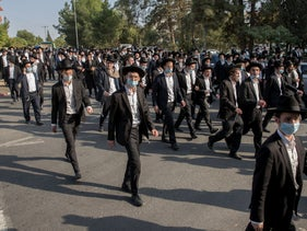 Thousands of ultra-Orthodox Jews participating in the funeral of Rabbi David Feinstein, in opposition to COVID-19 restrictions, Jerusalem, November 9, 2020.