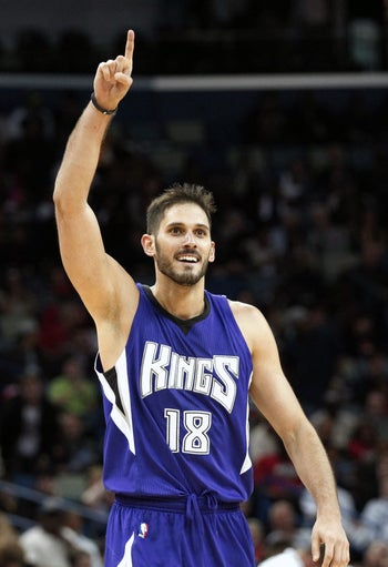 Omri Casspi playing for the Sacramento Kings against the New Orleans Pelicans, November 25, 2014.