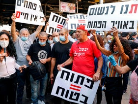 Stall-owners at the Carmel Market in Tel Aviv, demonstrate their dissatisfaction with a health ordinance banning them from resuming activity on November 17, 2020.